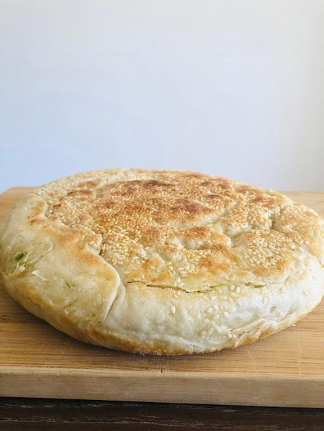 Cong you bing avec une pâte poussée (avec la levure) 发面葱油饼