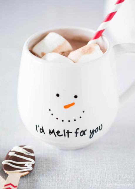DIY slow living mug dessin feutre porcelaine bonhomme de neige - blog deco - clem around the corner