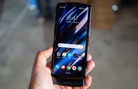 Motorola annonce un (très cher) smartphone pliable… à clapet