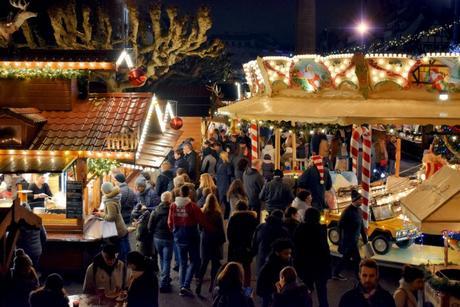 Le Christkindelsmärik sur la place Broglie © French Moments