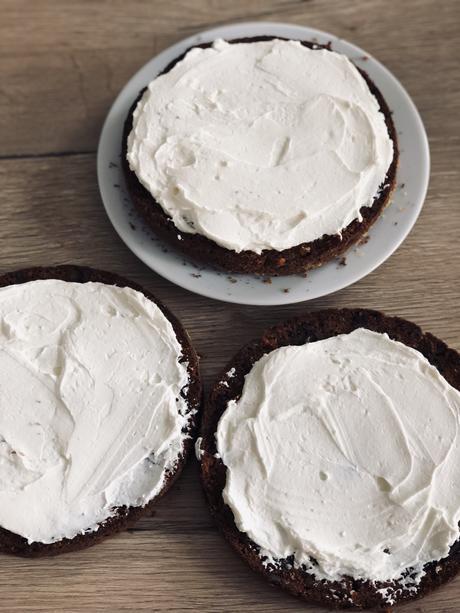Carrot Cake : le gâteau moelleux et crémeux au bon goût d'épices, de noix et de vanille : souvenir de ma famille d'Angleterre !