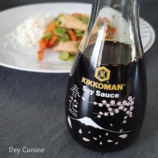 Wok de poulet, carottes & feves - Sauce soja Kikkoman