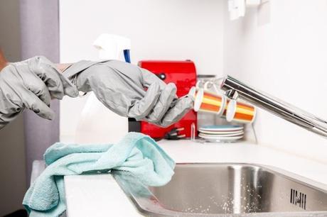 Femme de ménage : La solution pour une maison propre et rangée ?