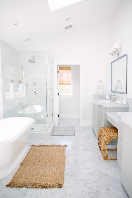 La bonne idée : un tapis en jute pour la salle de bain