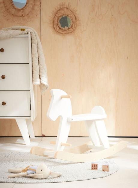 déco mobilier bois blanc chambre enfant cheval à bascule