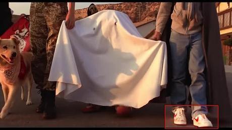 A Holliday Reunion : les Easter eggs de la publicité avec E.T