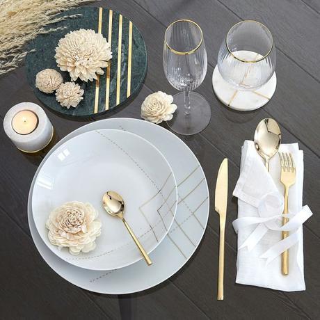 assiette raffinée élégante dorée bougie table bois déco champêtre
