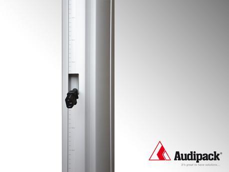 Des moniteurs fixés jusqu'à 180 cm de hauteur grâce aux pieds de sol Audipack FS 800