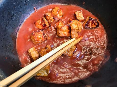 Inspirations d'Asie (s) – Tofu caramélisé, sauce tomate à l'ail noir