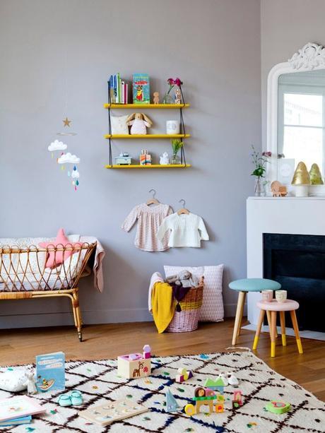 blog déco chambre enfant tapis bohémien blanc marron berceau rotin