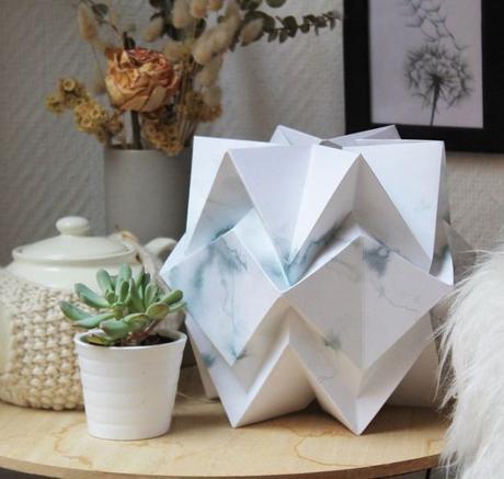 blog déco lampe origami bleu blanc dégradé plante grasse salon nature