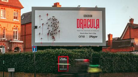 Pour la promotion de Dracula, BBC crée des panneaux évolutifs effrayants