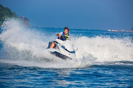 Faire du jet-ski