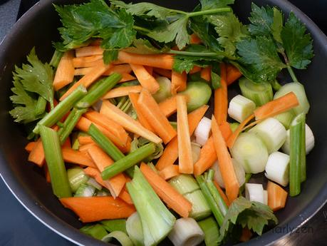 Faites revenir les légumes 20 min. environ.