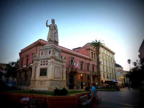 https://voyagestousrisques.blogspot.com/2019/12/sardaigne-les-plus-belles-villes.html