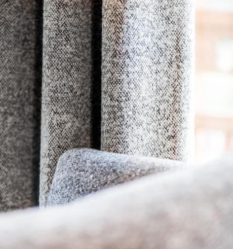 Rideau épais de salon gris déco intérieure sobre élégant