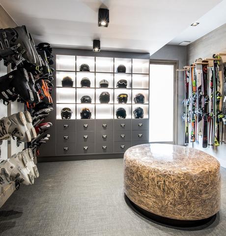 ski room assise marbre gris chalet familial blog déco