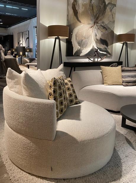appartement parisien fauteuil rond tissu bouclette bouclé tendances déco 2020