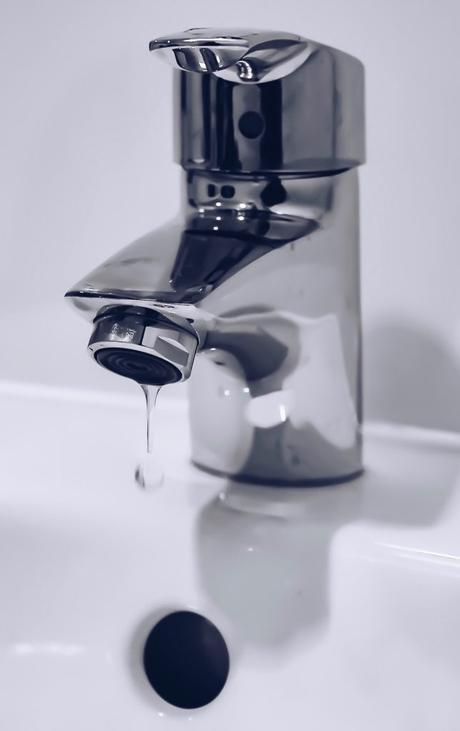 robinet robinetterie chromée salle de bain lavabo évier goutte eau régulateur d eau économisateur mousseur économie réducteur débit - blog déco - clem around the corner
