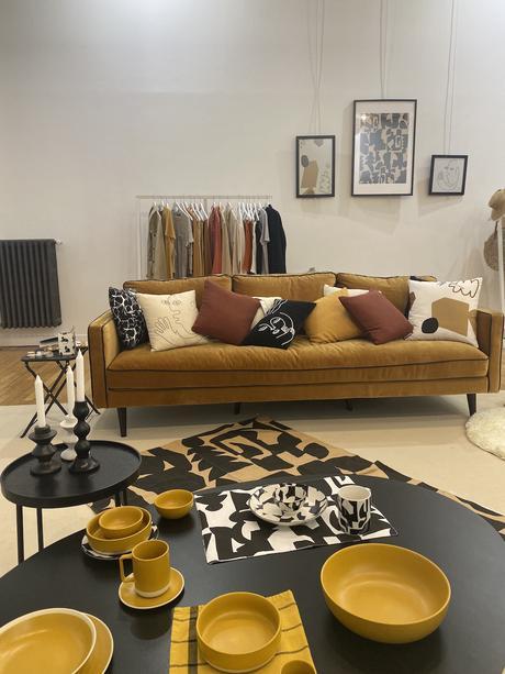 India Mahdavi x Monoprix salon tendance canapé velours vaisselle design