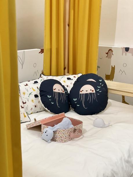 monoprix déco 2020 collection chambre enfant coussin rond bleu dessin pieuvre - clem around the corner