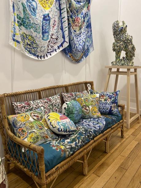décoration intérieure salon canapé motifs colorés mouvants coussin bela silva - blog déco - clemaroundthecorner