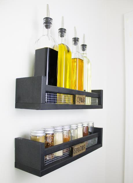 Ikea bekvam hack bois cuisine épices huiles rangement noir grillage fixation murale - blog déco - clem around the corner