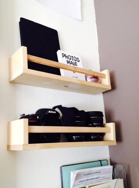 étagère Ikea bois rangement appareil photo noir livre salon - blog déco - clem around the corner