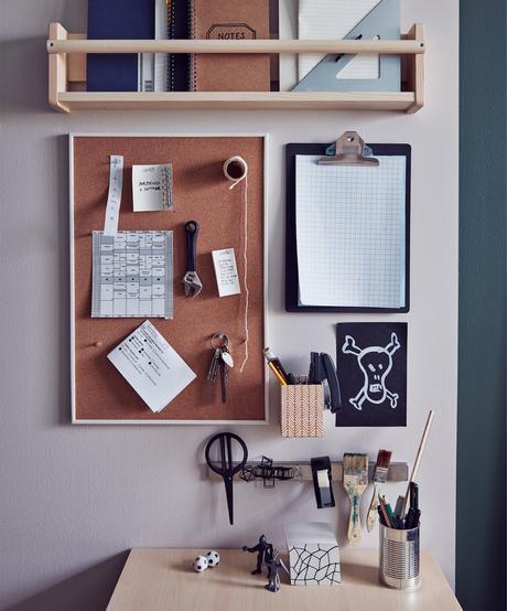 étagère Ikea bekvam hack bureau vintage ambiance feutrée tableau marron liege pense bete diy pegboard