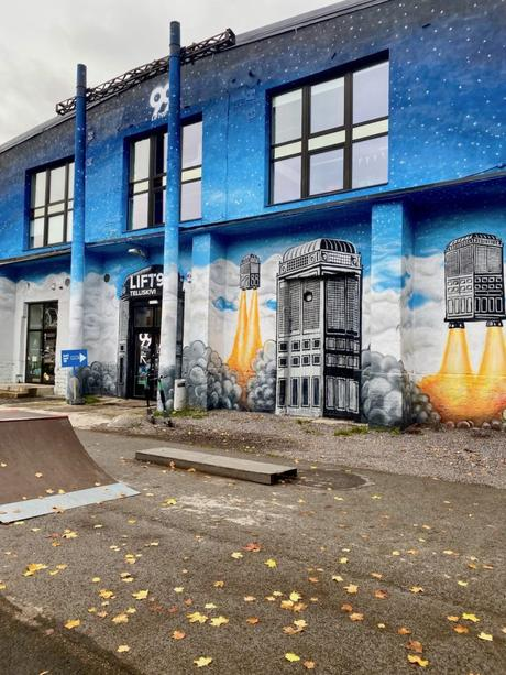 streetart Tallinn creative city espace fusée space blog deco voyage clem around the corner