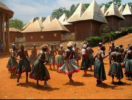 LES EFFETS DE LA TRAITE NEGRIERE ET DE LA COLONISATION SUR LES SOCIETES AFRICAINES(1)