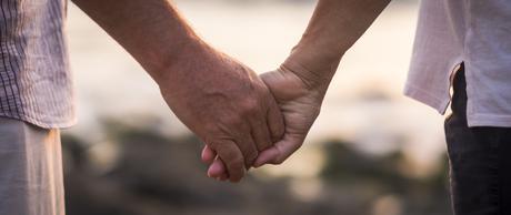 Etre optimiste contribue à la santé de son partenaire et permet d'effacer certains facteurs de risque qui conduisent à la maladie d'Alzheimer, à la démence et au déclin cognitif.