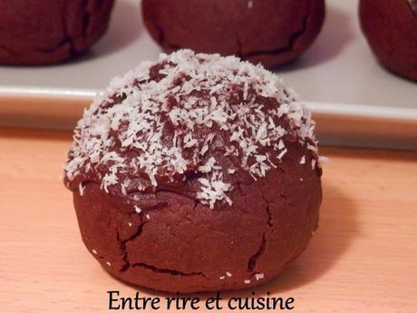Boules sablées au cacao et coeur de noix de coco