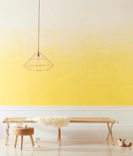 tie and dye mur dégradé jaune blanc style scandinave banc bois - blog déco - clem around the corner