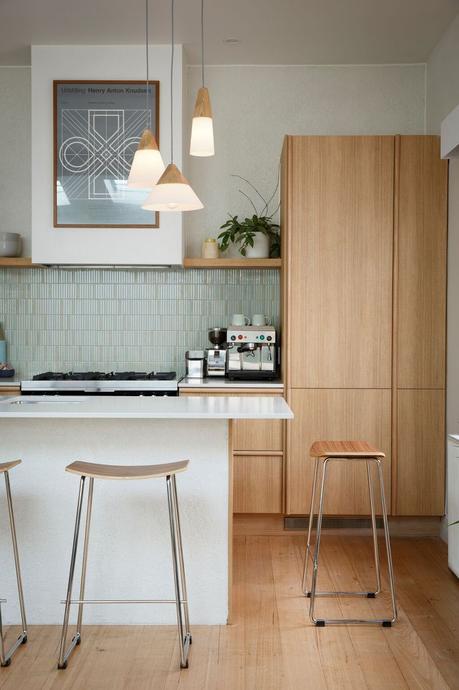 cuisine ouverte blanc parquet bois nature lumineux épurée