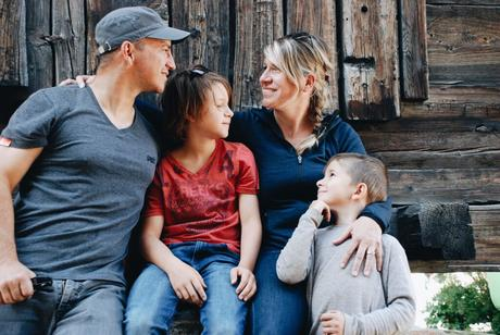 Tout plaquer et partir à l'aventure autour du monde,une famille suisse réalise son rêve !