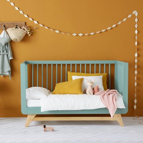 lit évolutif chambre bébé couleur jaune moutarde vert pastel déco scandinave - clem around the corner