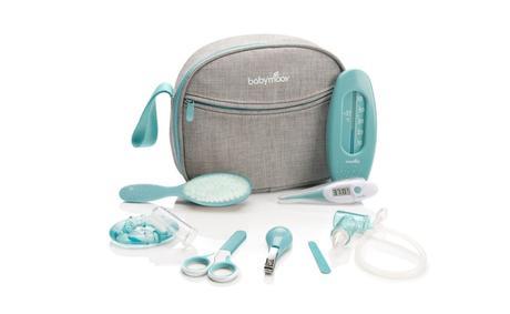 trousse soin naissance liste valise de maternité toilette bébé