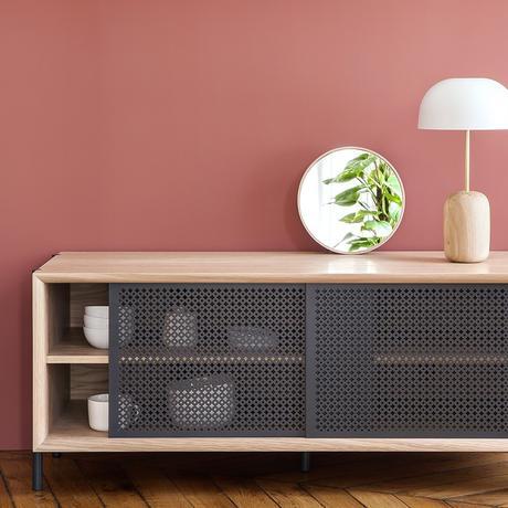 meuble tv cannage gris foncé bois mur rose salon contemporain