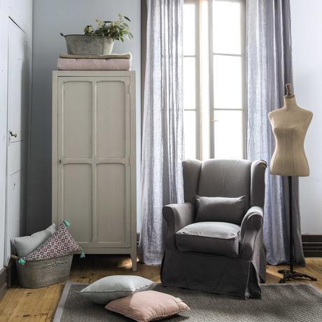 déco intérieure sobre gris vieux meuble mannequin toile métal noir parquet bois lamé