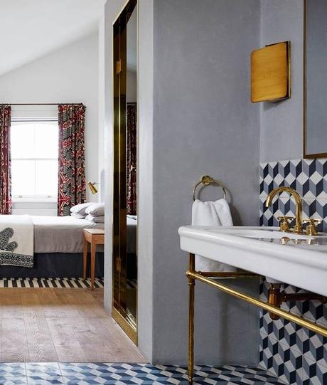 maison de famille anglaise suite parentale chic sobre moderne laiton parquet bois lamé