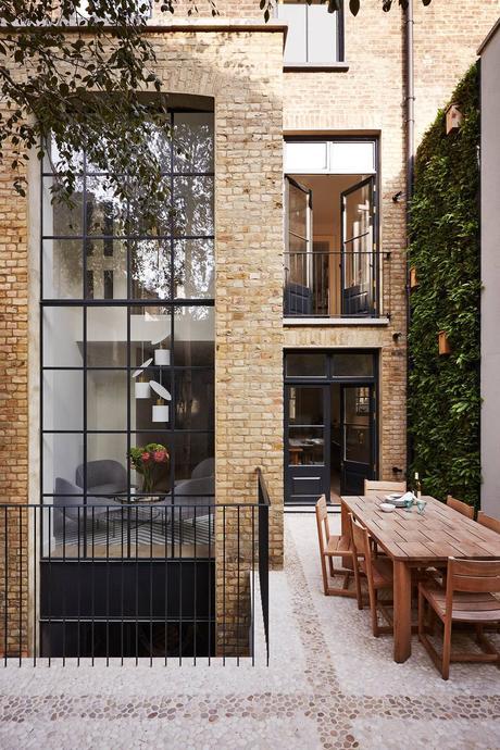 jardin terrasse brique marron table bois maison extérieure