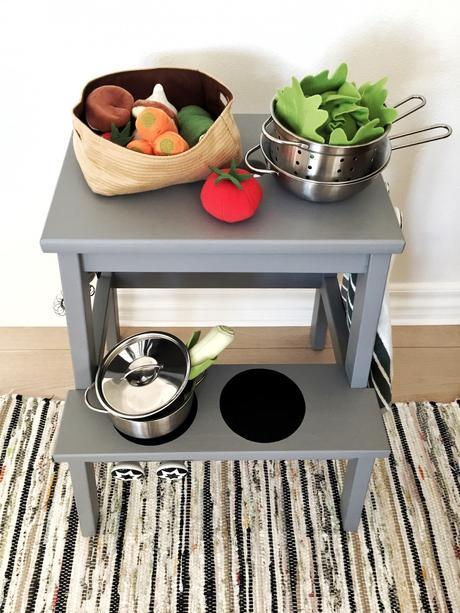 tabouret cuisine jeux bois gris enfant ustensiles plaque cuisson - blog déco - clem around the corner