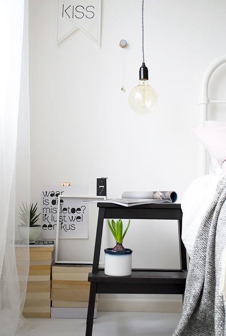 marche-pied ikea hack chambre mobilier bois noire cactus livre suspension ampoule