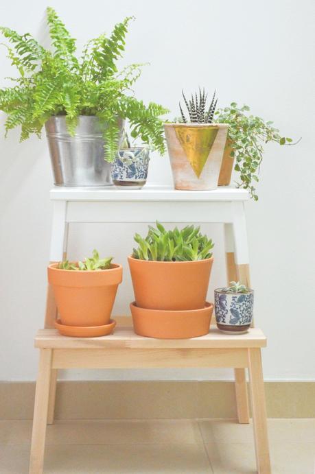 marche-pied ikea hack étagère pour plante bicolore marron blanc style scandinave - blog déco - clem around the corner