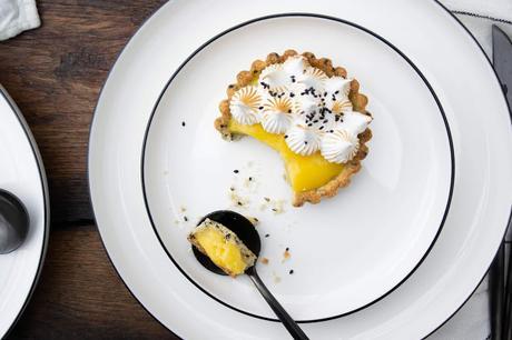 Tarte au citron et sésame noir