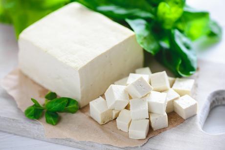 Chez les femmes dont les femmes ménopausées ne prenant pas d'hormones, les isoflavones du tofu et des protéines végétales sont associées à un risque réduit de maladie cardiaque