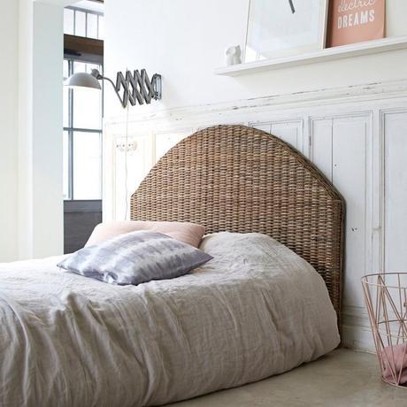 rotin lit double chambre ami parentale drap coussin lin déco naturelle