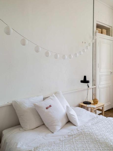 château charentais chambre blanche minimaliste moulure au mur armoire incrustée blog déco clematc