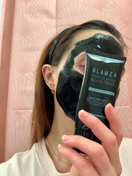 Le masque peel-off au charbon: fausse bonne idée?